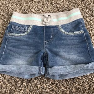 🌸Girls soft denim pull in shorts. SZ 7. 🌸